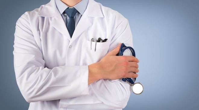 Áo blouse trắng đã trở thành biểu tượng của người thầy thuốc. Ảnh: Web Dev
