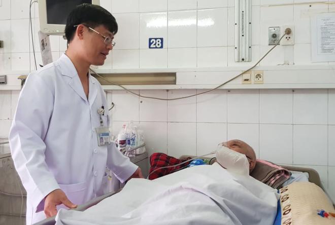 Bệnh nhân dần hồi phục sau gần một tuần điều trị. Ảnh: Lê Phương.