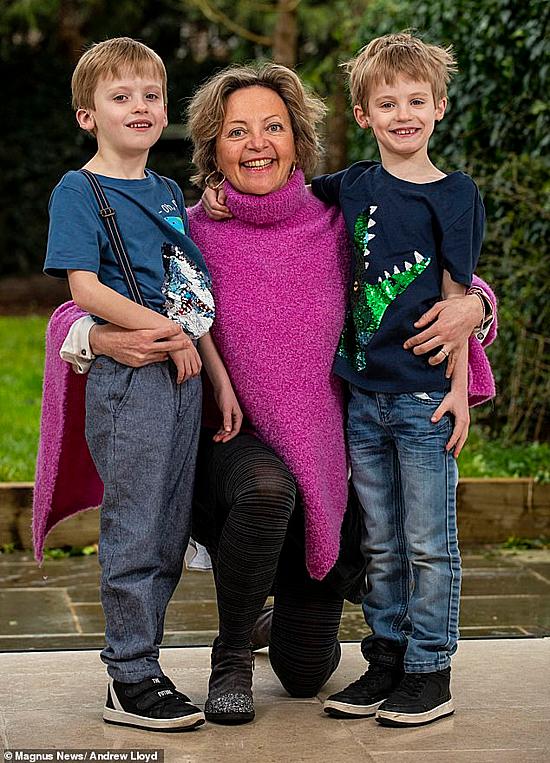 Bà Pezzuto và hai con trai.Ảnh: Health medicinet
