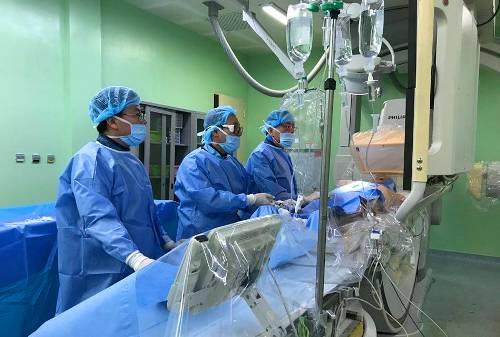 Ca can thiệp đặt stent tiến hành trong vòng 30 phút. Ảnh: Nhật Tân