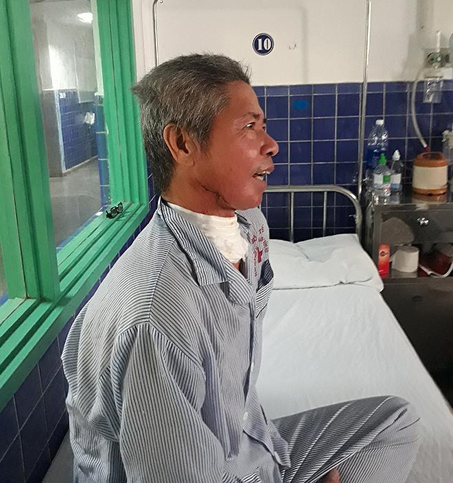 Bệnh nhân há miện và cười được sau phẫu thuật. Ảnh: Long Nhật.