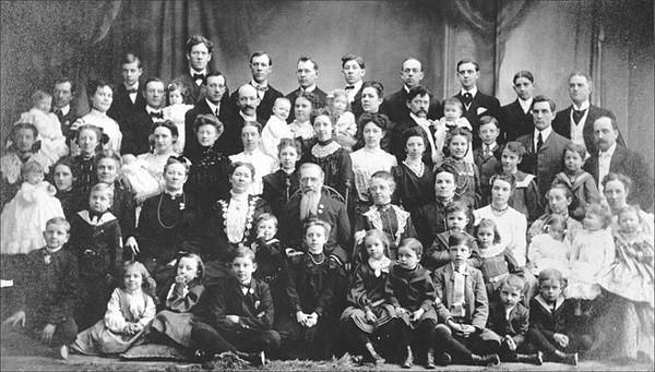 Bức ảnh không pải là đại gia đình Vassilyevs như mọi người vẫn nghĩ.