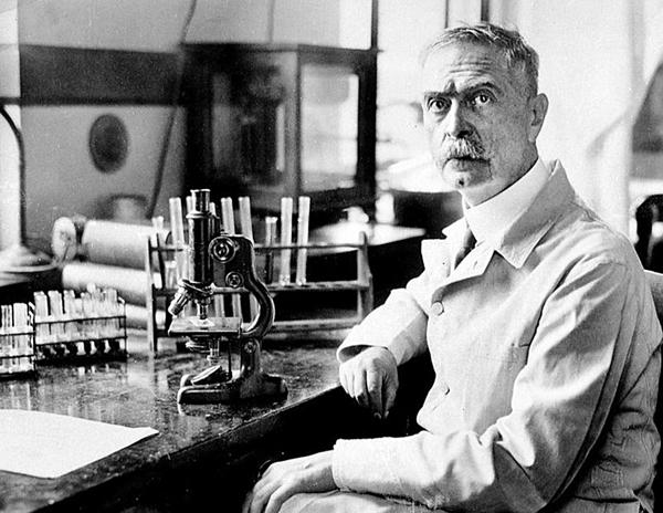 Karl Landsteiner (1868-1943), người tìm ra nhóm máu trong cơ thể người.