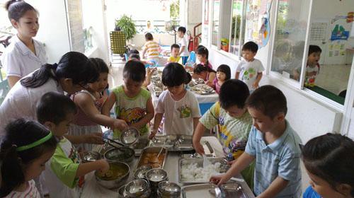 Cứ bốn trẻ em Việt Nam dưới 5 tuổi thì có một trẻ bị thấp còi và suy dinh dưỡng.