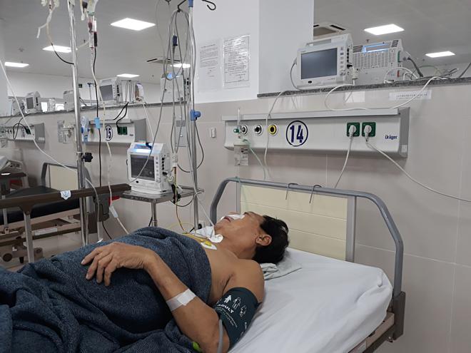 Bệnh nhân đang được điều trị tích cực tại bệnh viện. Ảnh: Long Nhật.