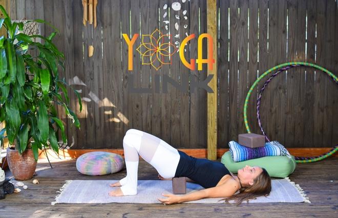 Yoga là một trong những bài tập được nhiều người yêu thích hiện nay, không chỉ xua tan mệt mỏi, giúp thư giãn mà còn hỗ trợ người tập tránh được một số bệnh tật. Để tập yoga đúng cách, người tập cần có 6 dụng cụ quan trọng dưới đây.