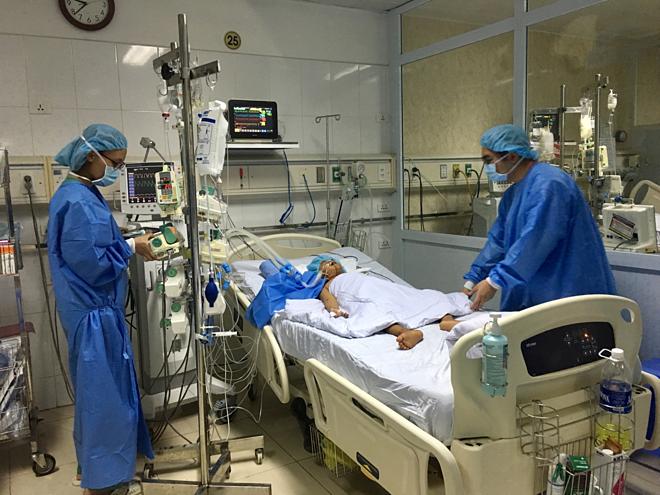 Em bé ghép 250 g gan từ người hiến, đang được chăm sóc tại Phòng hồi sức tích cực sau ca phẫu thuật. Ảnh: K.O.
