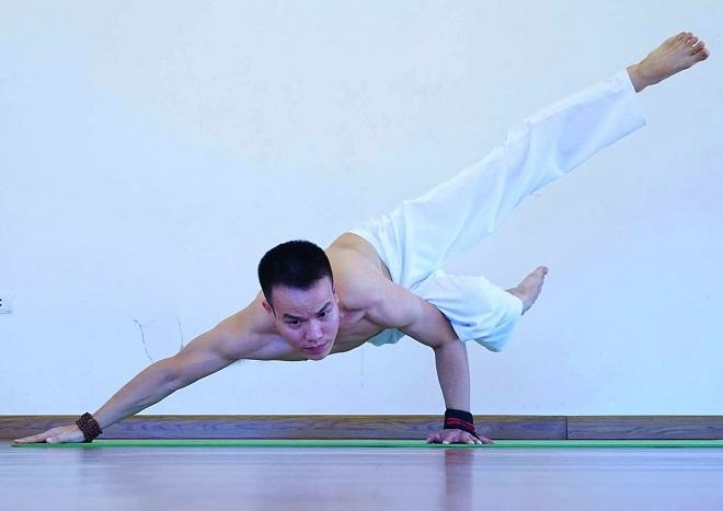 Yoga trở thành người bạn đồng hành không thể thiếu trong cuộc sống, Hiển nói. Ảnh: Thùy An