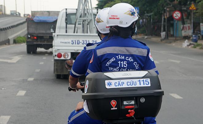 Xe cấp cứu hai bánh lưu thông tại Thủ Đức. Ảnh: Lê Bình.
