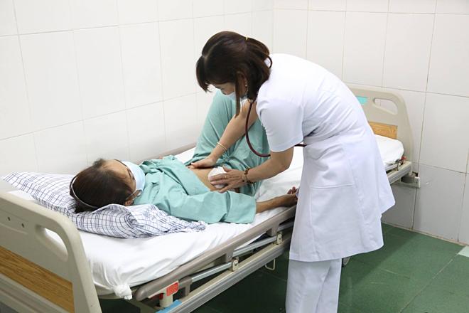 Bệnh nhân được ghép thận từ người cho không cùng huyết thống và nhóm máu. Ảnh: Nguyễn Mai.