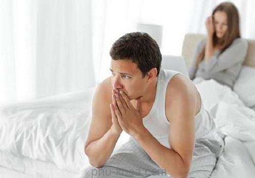 Xuất tinh sớmkéo dài thường gây nên tình trạng tiêu cực cho người mắc như chán nản, bực bội, tránh quan hệ tình dục.