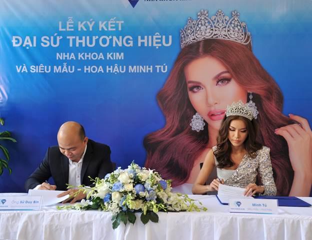 Ông Sử Duy Bin - Tổng giám đốc hệ thống Nha khoa Kim và Minh Tú ký kết hợp đồng đại sứ.