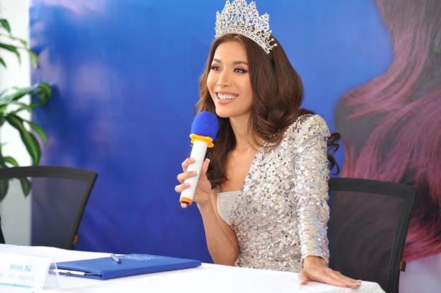 Siêu mẫu Minh Tú chia sẻ cảm xúc khi trở thành đại sứ thương hiệu Nha khoa Kim.