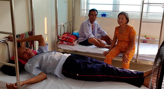 Thân nhân lưu trú trong khu nhà nghỉ tại Bệnh viện Chợ Rẫy. Ảnh: Lê Phương.