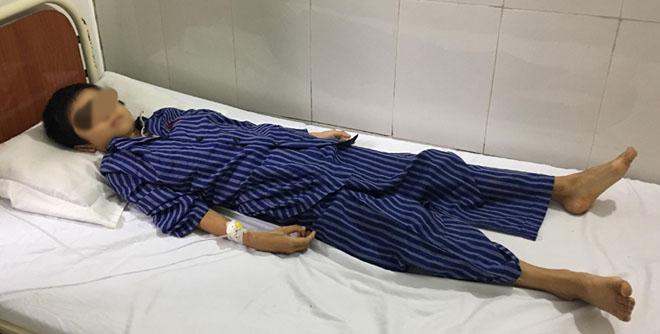 Bệnh nhi đang được theo dõi tại bệnh viện tỉnh. Ảnh: Bệnh viện cung cấp.