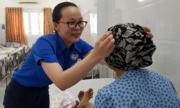 Bệnh nhân ung thư ở Sài Gòn được tặng mũ đa năng