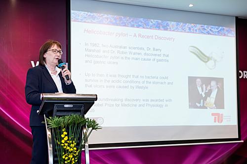 Giáo sư, tiến sĩChristine Lang , chuyên gia về Vi sinh và Sinh học phân tử tại Đại học Kỹ thuật Berlin.