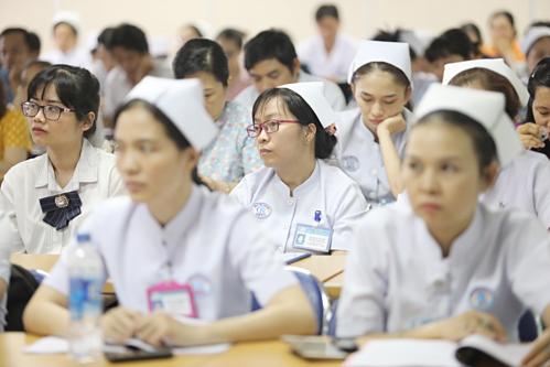 Hơn 150 nhân viên y tế tại Bệnh viện Chợ Rẫy tham gia hội thảo ngày 12/4.