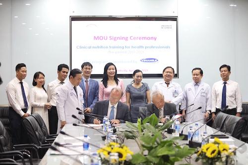 Vinamilk và Bệnh viện Chợ Rẫy ký kết biên bản ghi nhớ hạng mục Đào tạo kiến thức dinh dưỡng lâm sàng chuyên sâu.