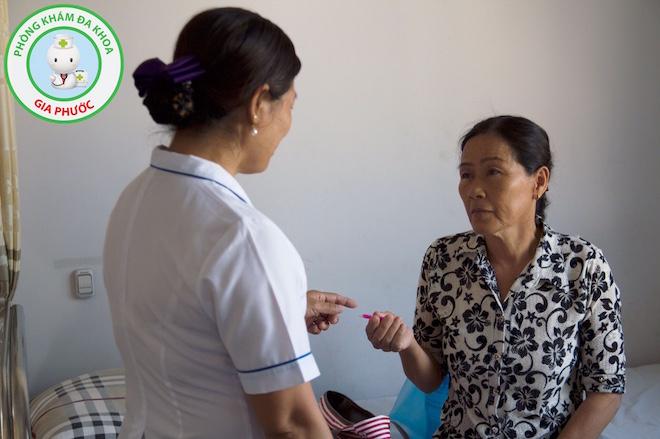 Bệnh nhân được thăm khám, tư vấn sức khỏe tại Phòng khám đa khoa Gia Phước.