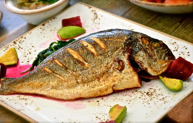 Ruột, mật, não cá là những bộ phận nên loại bỏ khi chế biến món ăn để bảo vệ sức khỏe. Ảnh: Health