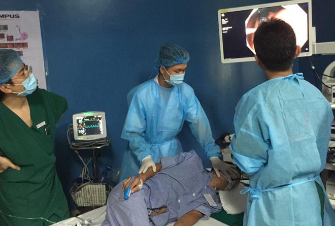Bệnh nhân ung thư đang được điều trị tại Bệnh viện K. Ảnh: Hà Trần.