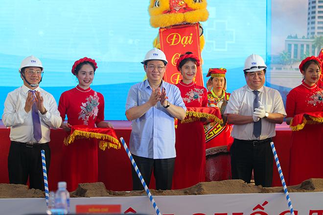 Phó thủ tướng Vương Đình Huệ tại buổi lễ khởi công dự án. Ảnh: Đức Hùng