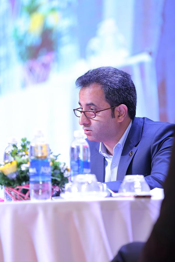 Đại diện Tập đoàn Bahraman chia sẻ thông tin về sản phẩm nhụy hoa nghệ tây.