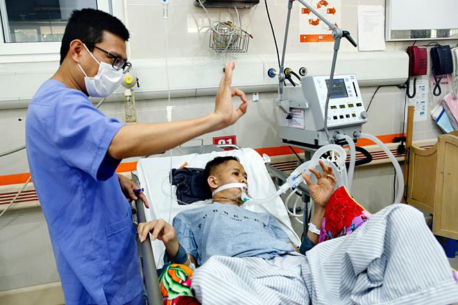 Bệnh nhân tim mạch, tiểu đường, sốc nhiễm khuẩn do liên quan đến rượu, bia cấp cứu tại bệnh viện Bạch Mai. Ảnh: Dương Ngọc.