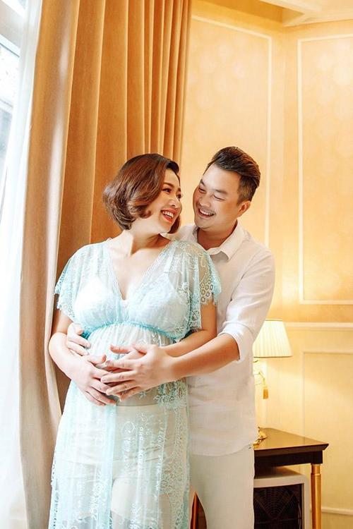 Vợ chồng diễn viên đón con trai đầu lòng khi Lê Khánh 37 tuổi.