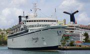 Chiếc tàu với 318 khách du lịch bị cách ly vì dịch sởi