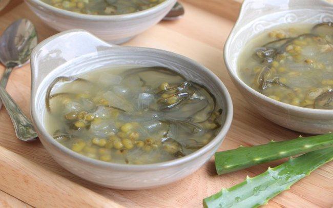 Chè đậu xanh nha đam thơm ngon, bổ dưỡng.