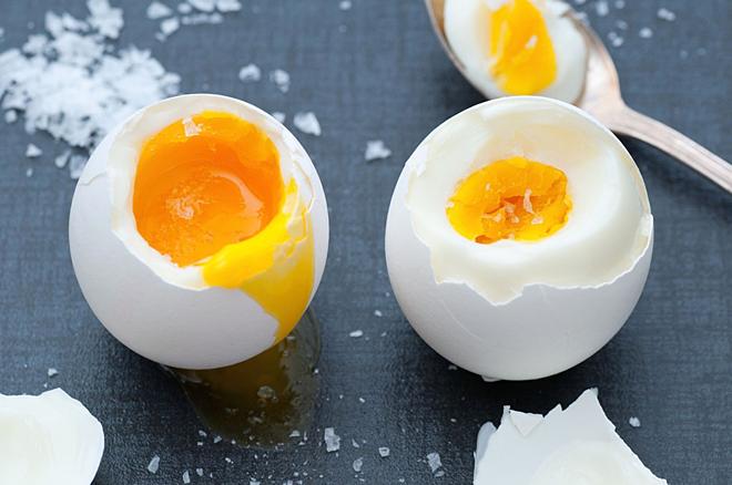 Lòng đỏ đậm đặc dinh dưỡng hơn lòng trắng. Ảnh: Medical News Today