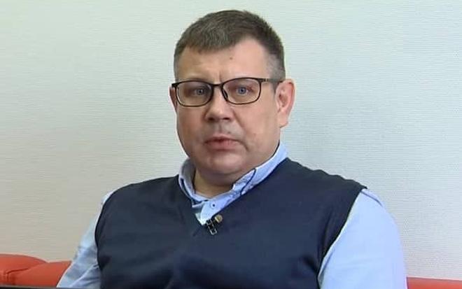 Bố của bệnh nhân H.Volodymyr. Ảnh: Minh Tâm.