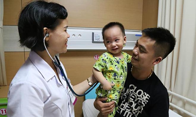 Bệnh nhi mắc virus adeno ổn định sau 2 tuần điều trị. Ảnh: Bệnh viện cung cấp.