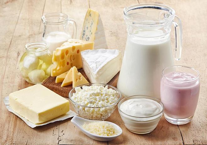 Thực phẩm sữa, phô mai, kem,... giàu chất béo, không tốt cho người đau dạ dày.