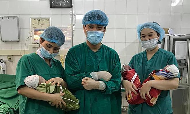 Ba em bé sinh ba cùng trứng chào đời khoẻ mạnh. Ảnh: Bệnh viện cung cấp.