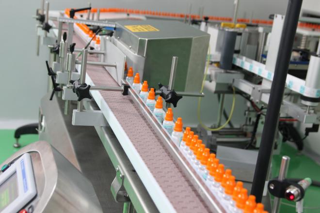 dây truyền sản xuất thuốc nhỏ mắt công nghệ 4.0 được đầu tư các thiết bị khép kín, có hệ thống kiểm soát online, với công nghệ có độ chính xác cao, tự động hóa hoàn toàn,