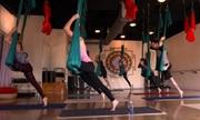 Nhào lộn với yoga bay