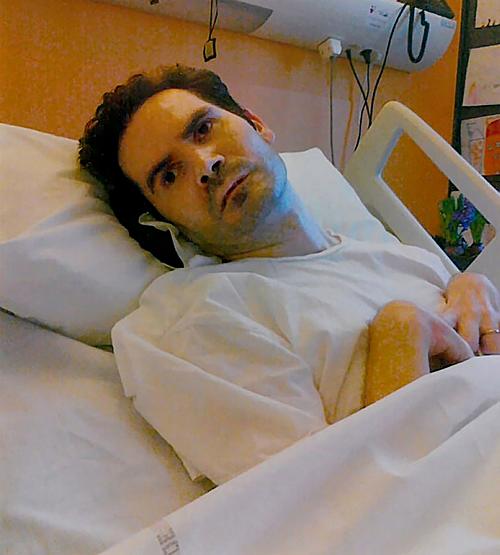 Vincent trên giường bệnh. Ảnh: AP.