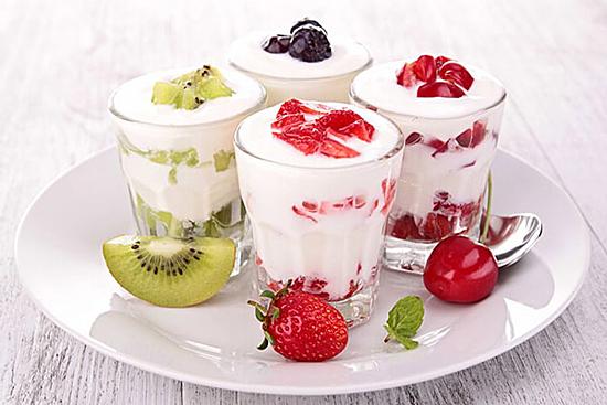 Ăn sữa chua hỗ trợ tiêu hoá, làm đẹp da. Ảnh: Health