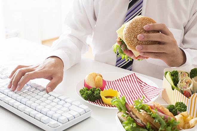 Thói quen ăn uống không khoa học là nguyên nhângây ra các bệnh lý về đường tiêu hóa.