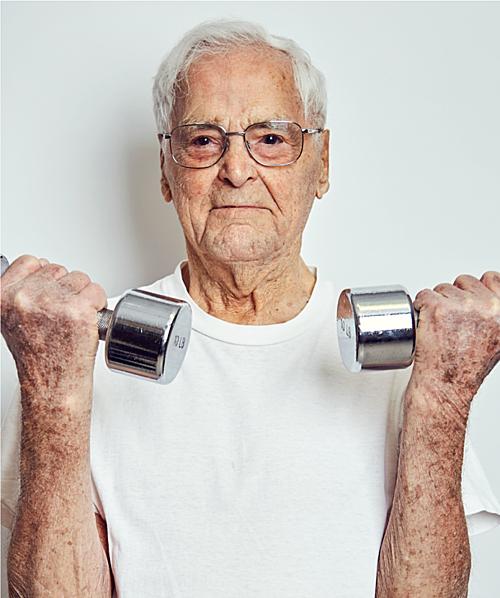 Ông Nagy 101 tuổi vẫn hàng ngày tập gym. Ảnh: Emiliano Granaldo.