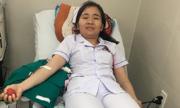 Nhân viên y tế hiến máu cứu bệnh nhân