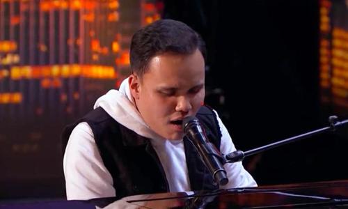Tiếng hát của chàng trai mù tự kỷ ở America's Got Talent