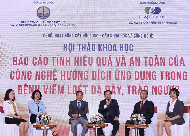 Thứ trưởng bộ KHCN Trần Văn Tùng, PGS.TS Phạm Hữu Lý và các nhà khoa học tại hội thảo