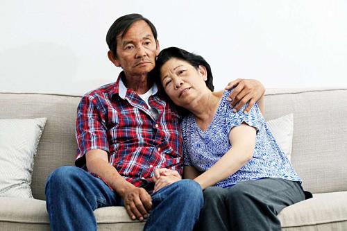 Ông Tu Le bên vợ. Ảnh: Melody Bui.