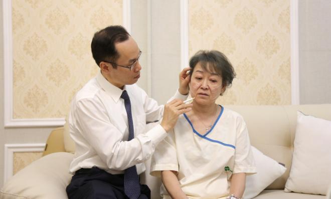Bác sĩ Nguyễn Công Hân là người đầu tiên ứng dụng thành công chỉ không tiêu Hoa Kỳ trong dịch vụ căng chỉ da mặt