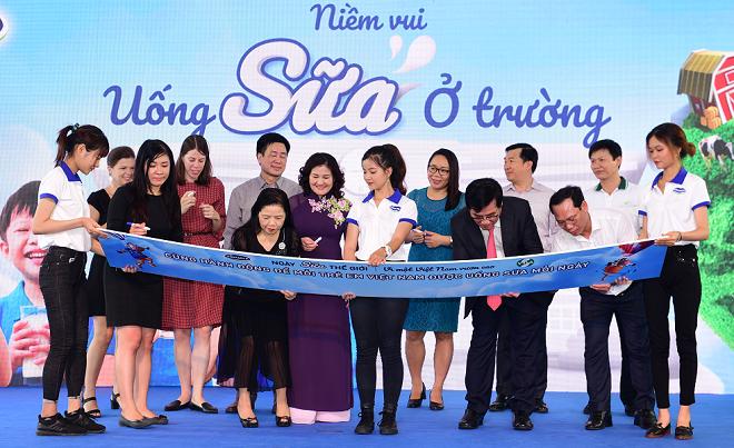 Vinamilk đồng hành cùng Hiệp hội sữa Việt Namcùng chung tay phát triển nhận thức về tầm quan trọng của việc uống sữa đối với trẻ em Việt, nhất là ở lứa tuổi học đường.