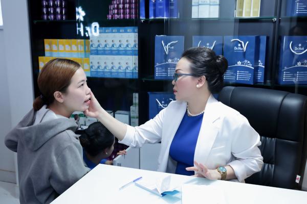 Tới Dr. Huệ, khách hàngđược trực tiếp bác sĩ thăm khám miễn phí.